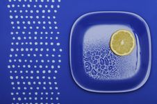 Free Fresh Lemon On The Blue Plate Royalty Free Stock Photos - 17913528
