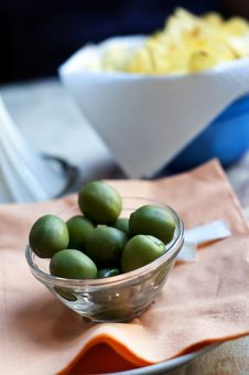 Free Green Olives And Chips Royalty Free Stock Photo - 17918115