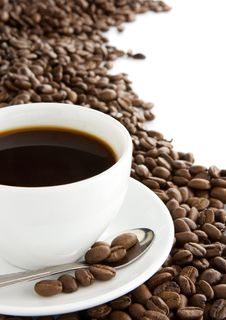 Free Cup Of Coffee And Beans Isolated On White Royalty Free Stock Photos - 17919628