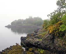 Free Rocks And Misty Scottish Castle Royalty Free Stock Photography - 17919997