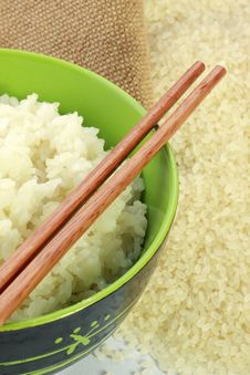 Free A Bowl Of Rice And A Pile Of Uncooked Rice Stock Image - 17920541
