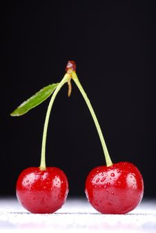 Free Two Cherries Royalty Free Stock Photography - 17920827