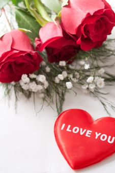Free Red Roses With A Red Heart Royalty Free Stock Photos - 17921968