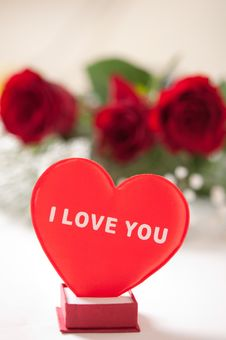 Free Red Roses With A Red Heart Royalty Free Stock Images - 17921969