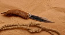 Free Hunting Knife And Rope Stock Photography - 17927992