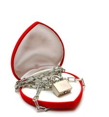 Free Love Locked Heart Shape With Chains Royalty Free Stock Photography - 17928257