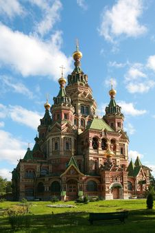 Free Peter And Paul Cathedral At Peterhof Royalty Free Stock Images - 17930839