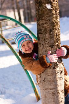 Beautiful Girl Hugging A Tree In Winter Royalty Free Stock Photos