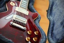 Free Electric Guitar In The Black Case Royalty Free Stock Photography - 17943147