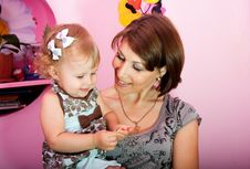 Free Mum With A Small Daughter Royalty Free Stock Photos - 17945508