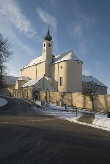 Free Neulengbach Church Near Vienna Royalty Free Stock Images - 17946559
