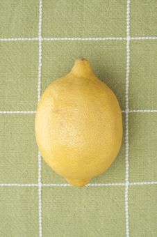 Free Lemon On Green Kitchen Towel Stock Photo - 17947240