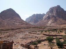 Free Mount Raaba And Sapsafa Royalty Free Stock Images - 17948339