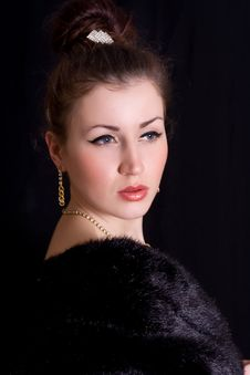 Free Elegant Woman In A Fur Coat Royalty Free Stock Photography - 17955637