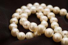 Free White Pearls Royalty Free Stock Photos - 17958178