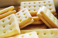 Free Cheese Crackers Royalty Free Stock Photos - 17963388