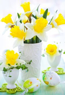 Free Narcissus In Vase And Easter Eggs Royalty Free Stock Images - 17965929