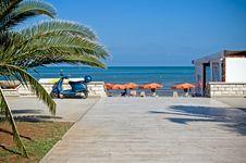 Free Walking To The Beach Stock Photo - 17967910