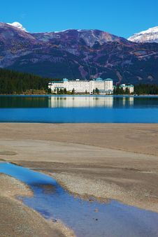 Free Lake Louise - Hotel Stock Photo - 17968960