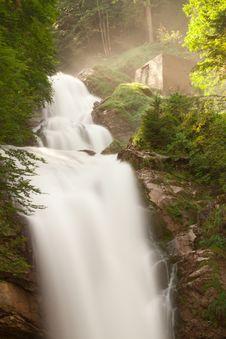 Free Waterfall Royalty Free Stock Image - 17970606