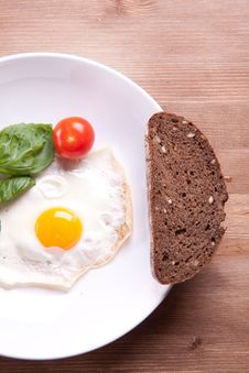 Free Fried Egg With Tomato Stock Photo - 17972380