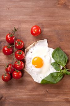 Free Fried Egg With Tomato Royalty Free Stock Photo - 17972385