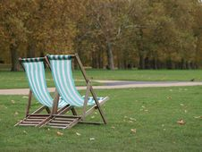 Free Chairs In Hyde Park Stock Photos - 17982293