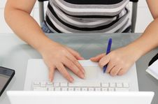 Free Woman Typing Royalty Free Stock Photography - 17982767
