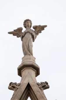 Free Angel Statue On Gothic Cathedral Stock Images - 17986824