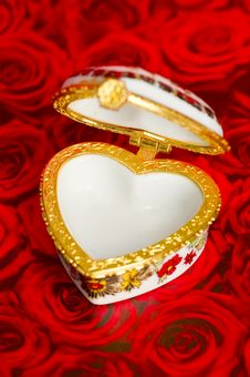 Free Empty Heart Box For Your Gift Royalty Free Stock Image - 17987156
