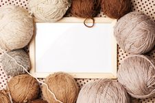 Free Photoframe With Brown Yarn Stock Images - 17987684