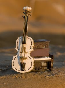 Free Violin With Piano Royalty Free Stock Images - 17992749