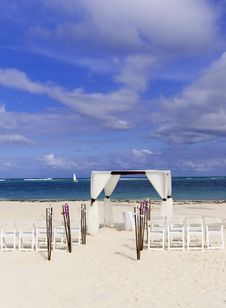 Free Wedding Ceremony On The White Caribbean Beach Stock Photo - 17993990