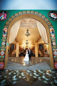 Bride And Groom In Beautiful Interiors Royalty Free Stock Image