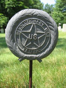 Free Revolutionary War Emblem At Cemetery Stock Photo - 181660