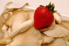 Free Strawberry And Mushroom Stock Photography - 186102