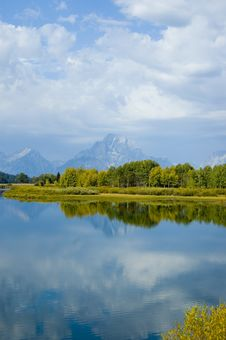 Free Mountains, Sky And Fall Colors Reflected In Lake Royalty Free Stock Images - 1800479