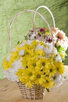 Free Flowers In Basket Royalty Free Stock Photo - 18003945