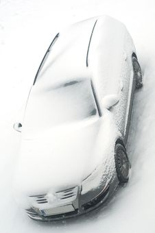 Free Car Under The Snow Royalty Free Stock Photo - 18004145