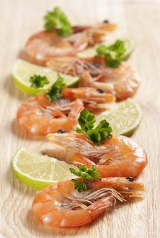 Free Shrimps With Parsley And Lemon Stock Photo - 18004460