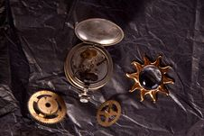 Free Old Clockwork And Little Sun Royalty Free Stock Image - 18006296