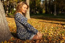 Free Woman Sit And Smile On Ground In Autumn Leaves Royalty Free Stock Image - 18008836