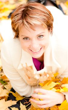 Free Charming  Woman In An Autumn Park Stock Photography - 18009132