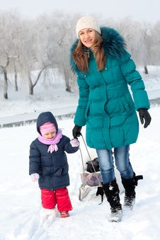 Free Mother And  Kid Having Fun Outdoors On  Winter Day Royalty Free Stock Photo - 18010565
