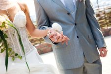 Free Hands Of The Newlyweds Royalty Free Stock Photography - 18014557