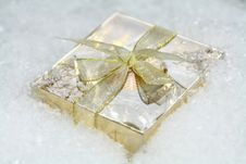 Free A Small Gift In Snow Royalty Free Stock Image - 18016326