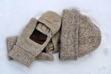 Wool Mittens And Hat Royalty Free Stock Photos