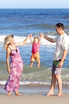 Free Family On  The Sea Royalty Free Stock Photos - 18023558
