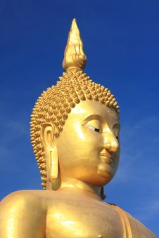 Free Big Golden Buddha With Blue Sky. Royalty Free Stock Photography - 18024947