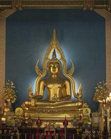 Free Golden Buddha Statue Royalty Free Stock Photos - 18032478